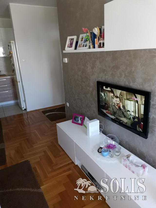 Novi Sad Somborski bulevar Three and a half-room apartment
